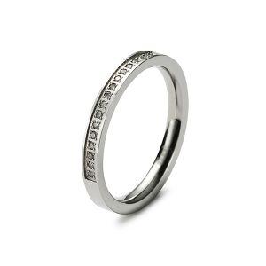 Gesamtansicht eines hochwertigen, polierten Rings aus antiallergenem Edelstahl mit echten, weißen Diamanten von MONOMANIA. > Damenring aus antiallergenem Edelstahl mit echten Diamanten von MONOMANIA.